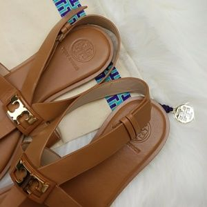 db7a949ff12461 Tory Burch Shoes - 🎉Sale🎉NWOT Tory Burch Gigi Flat Sandals in tan